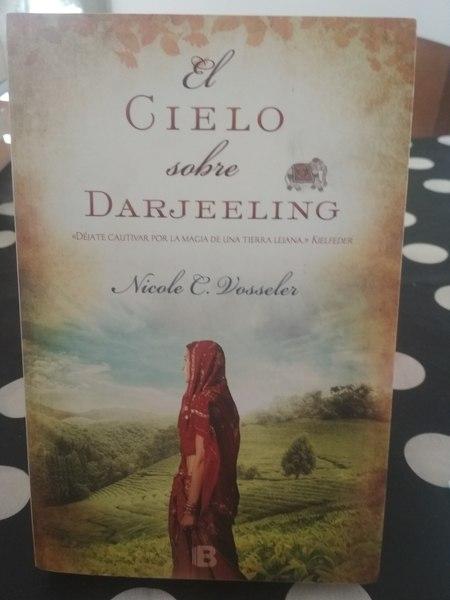 El cielo sobre Darjeeling, Nicole C. Vosseler